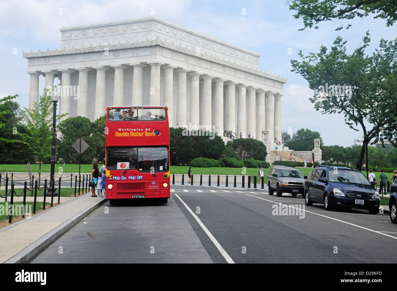 Double Deck Tour Bus At Lincoln Memorial - Stock Image
