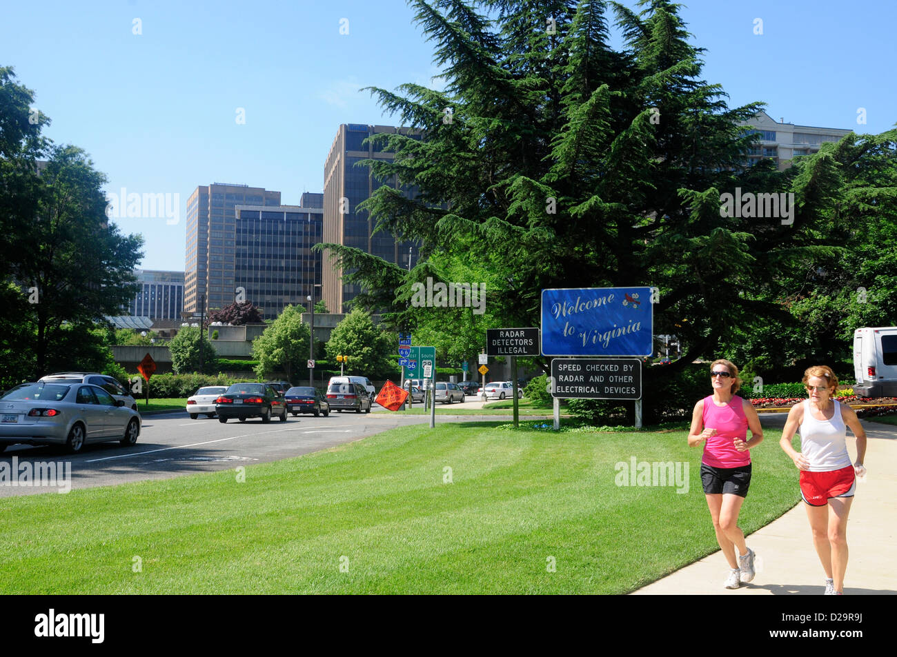 Welcome To Virginia Sign. Rosslyn. Joggers - Stock Image