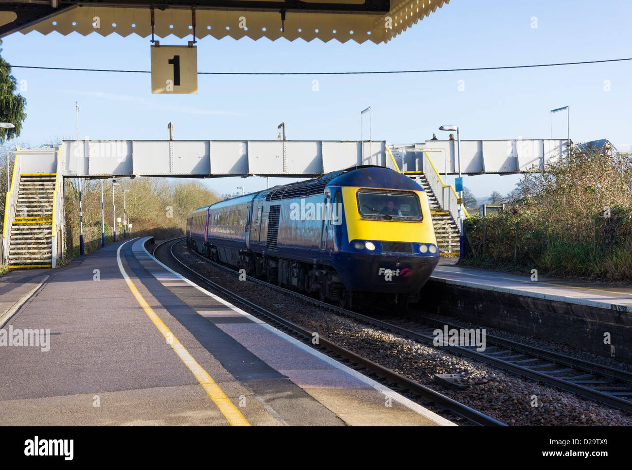 First Great Western train pulling into Castle Cary train station, Somerset, UK - Stock Image