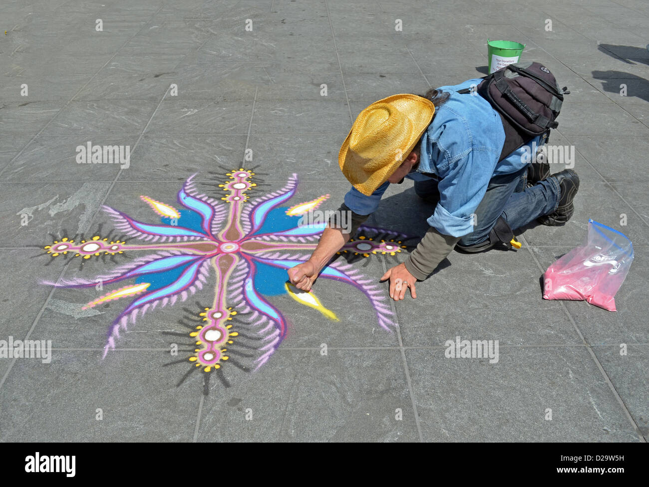 April 2012 Joe Mangrum painting with sand in Washington Square Park in Greenwich Village, NYC - Stock Image