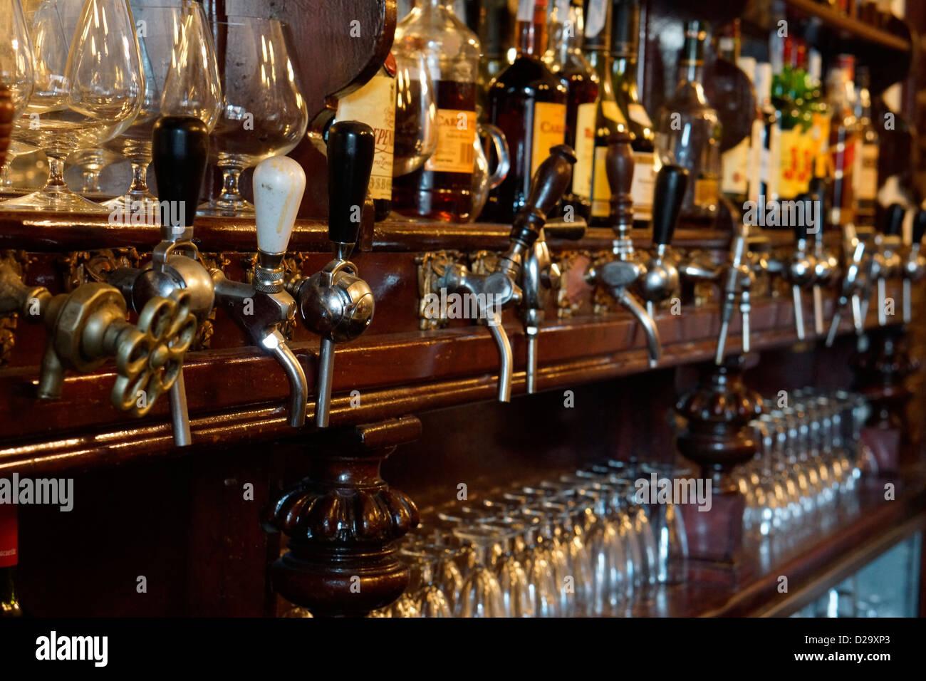 bar casa alberto madrid spain tap taps beer vermouth vermut - Stock Image