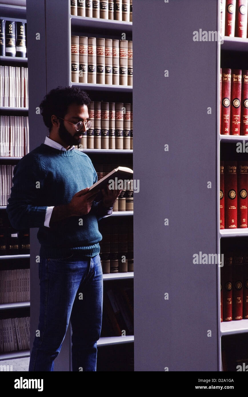 Portrait of Law student in Law Library, MR69 - Stock Image