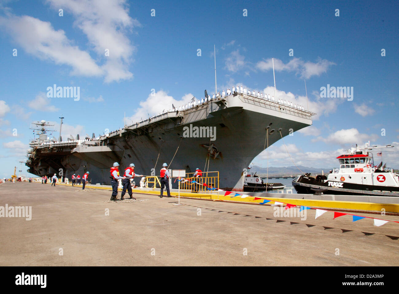 Hawaii, Honolulu. Aircraft Carrier Uss Abraham Lincoln Pulling Into Pearl Harbor Following Deployment In Iraq War. - Stock Image