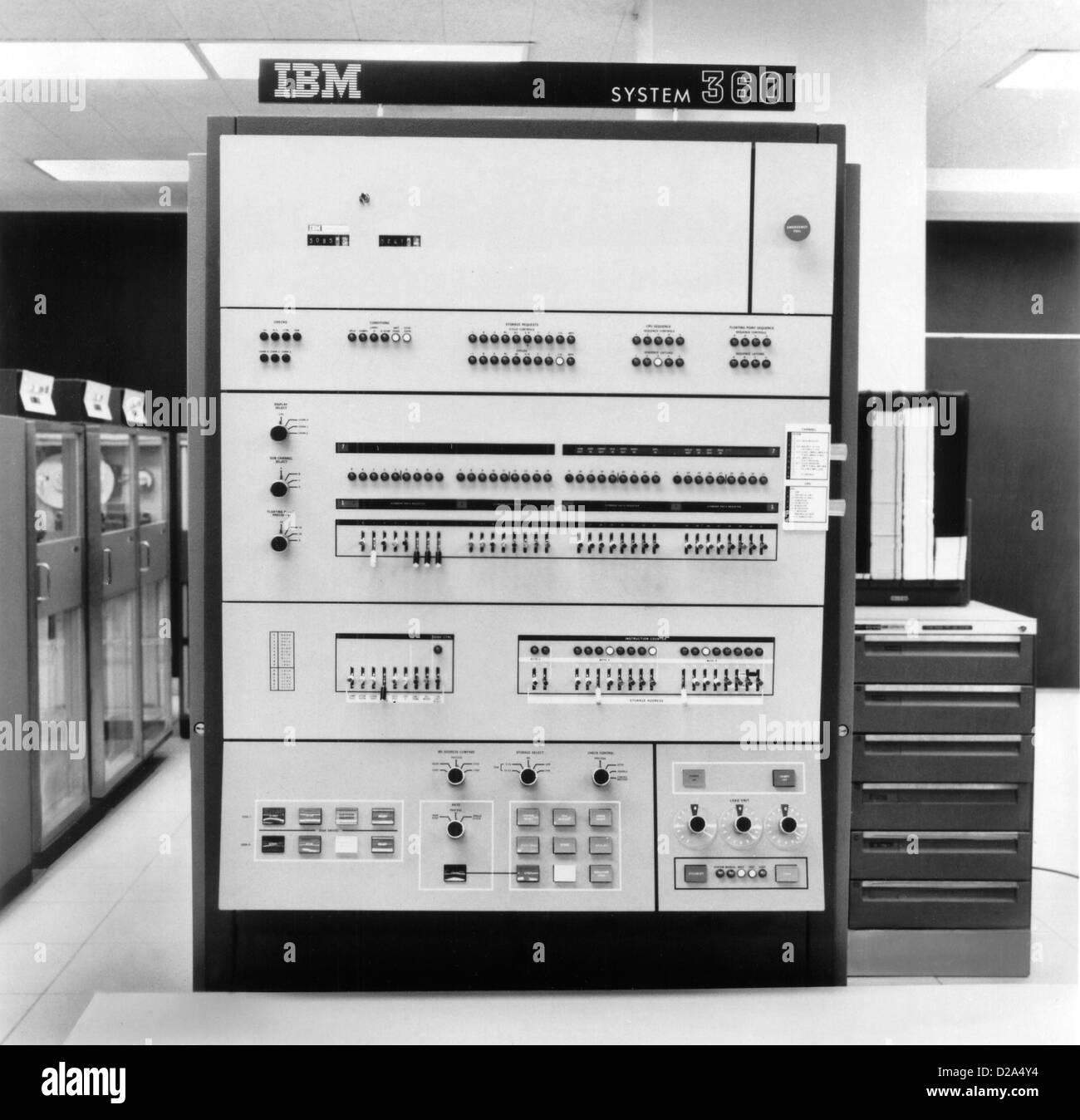 Ibm 360 Mainframe Computer Stock Photo: 53083832 - Alamy