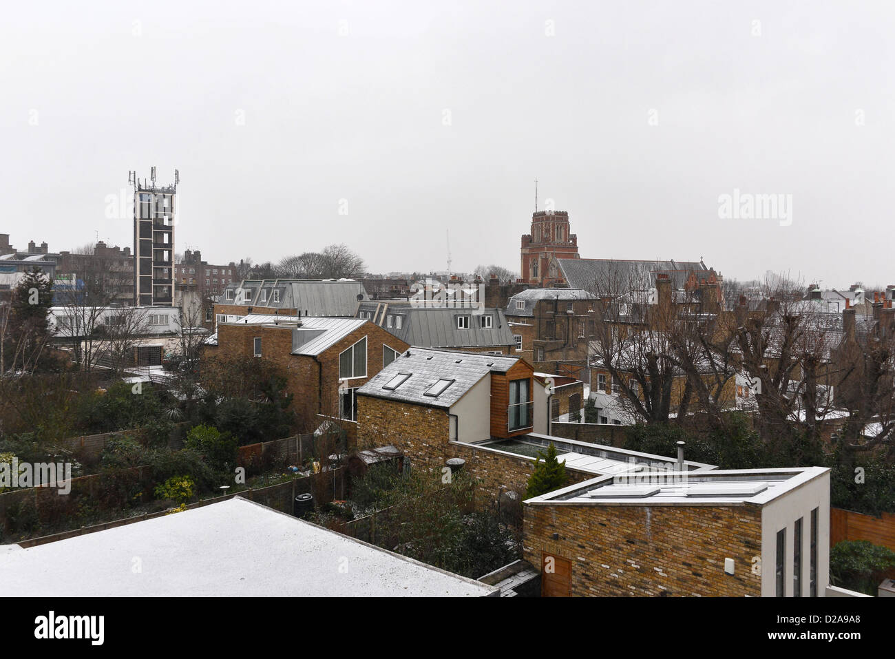 London, UK, 18th January 2013. Light snow starts to fall in the morning in Wandsworth, south west London. Credit: - Stock Image