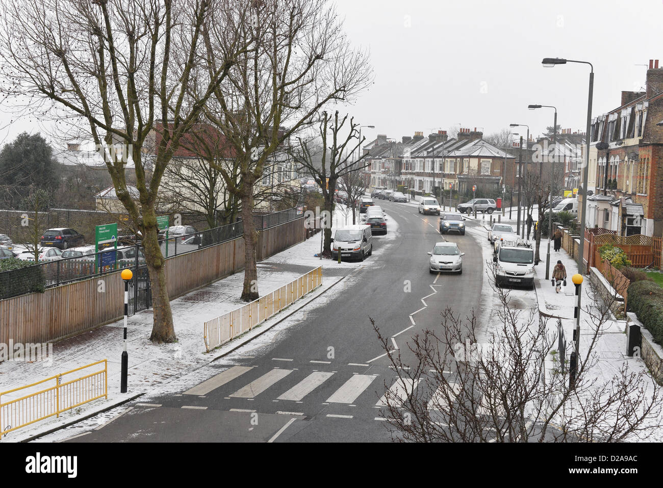 London, UK, 18th January 2013. Light snow starts to fall in the morning in Wandsworth, south west London. Credit: Stock Photo