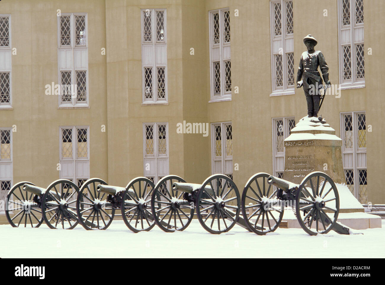Virginia, Lexington. Stonewall Jackson Statue And Cannons At Virginia Military Institute. - Stock Image