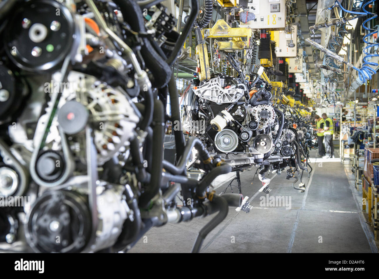 Worker on production line in car factory - Stock Image