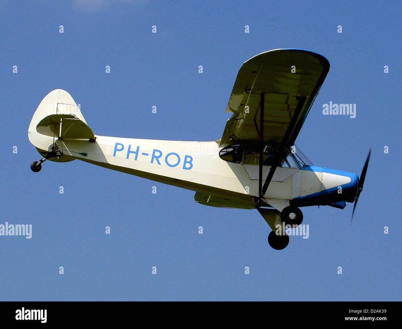 Piper Super Cub 150 at Hoogeveen airport. - Stock Image