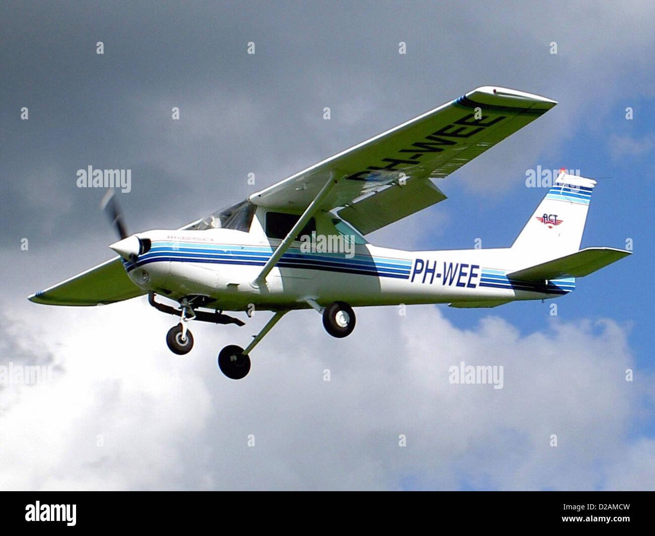 Air Center Teuge B.V. Cessna 152, Deventer - Teuge (EHTE), PH-WEE (cn  15280083)