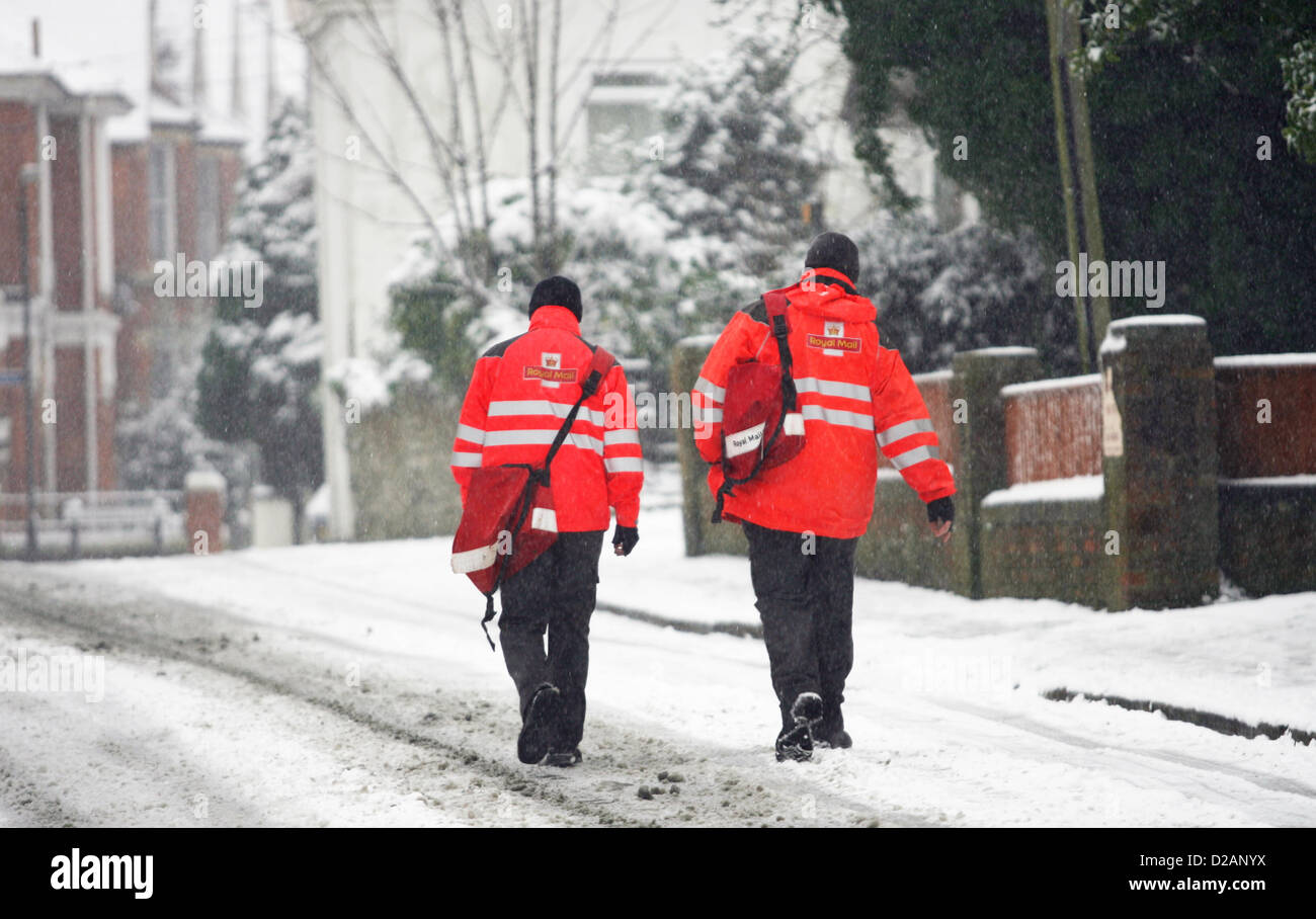 18-01-2013 - Royal Mail postman battle through the tricky conditions to deliver mail on the Isle of Wight - Stock Image