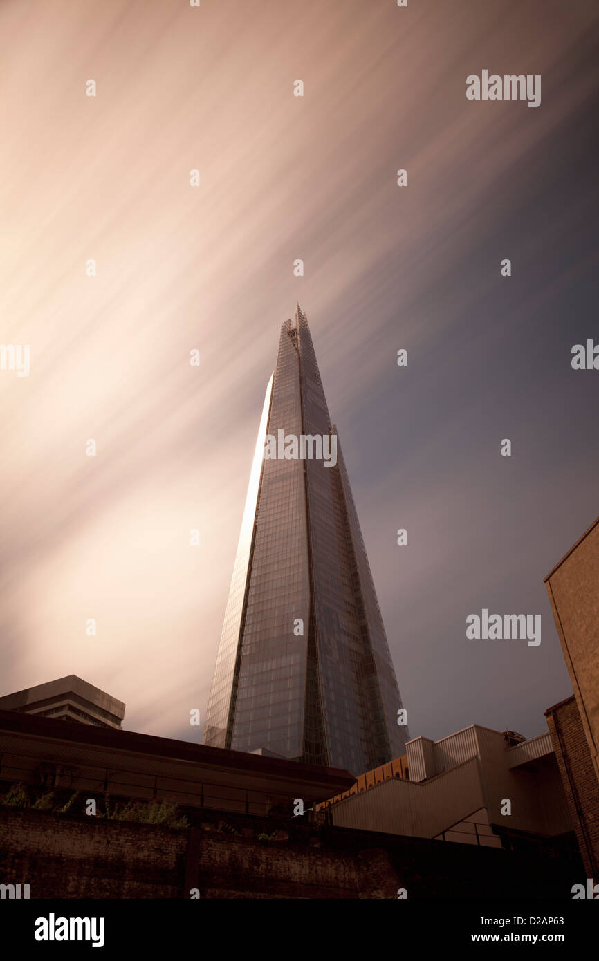 Skyscraper overlooking city streets - Stock Image