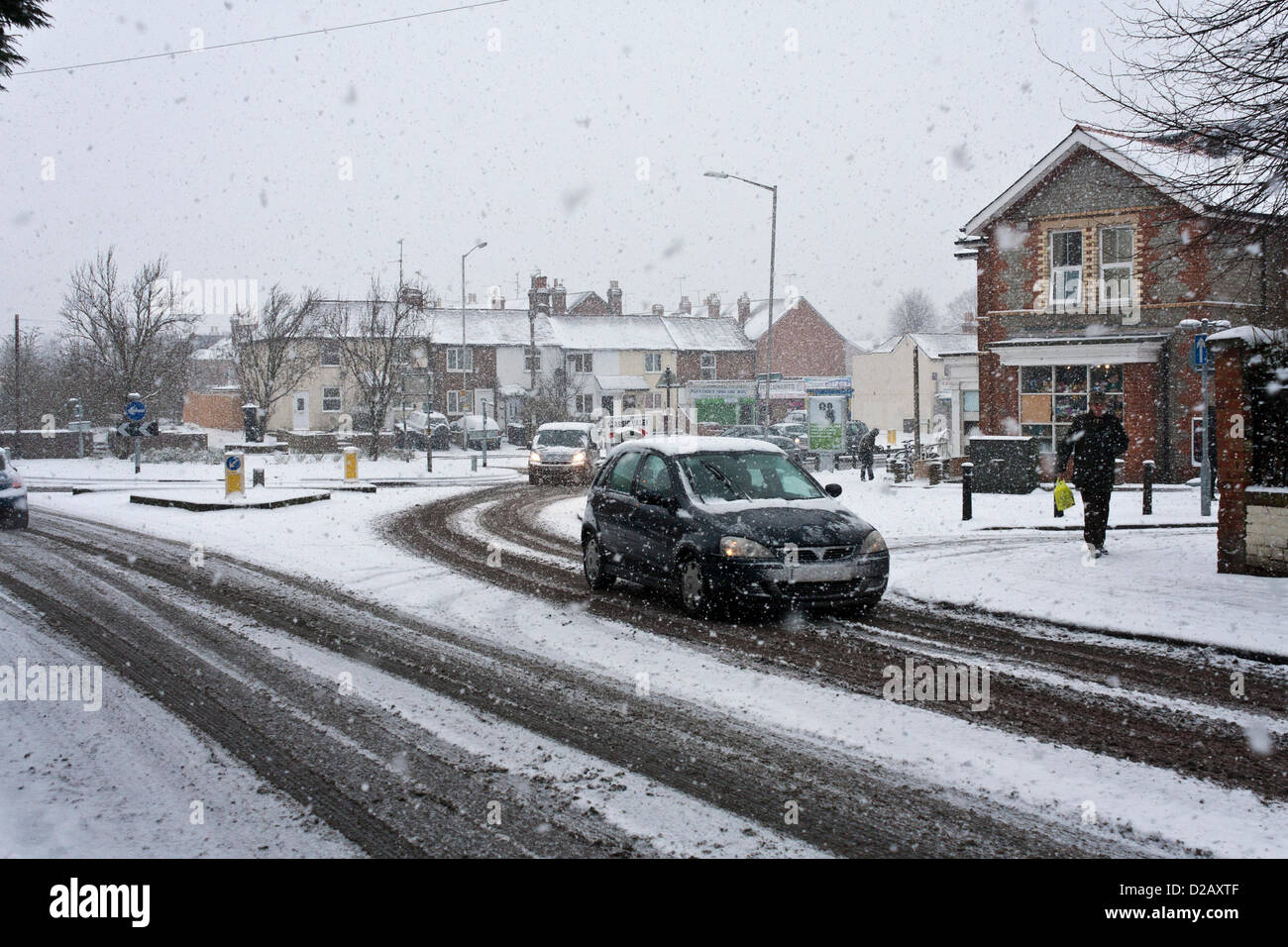 18th January 2013. Reading, Berkshire, UK. Heavy snowfall makes driving conditions difficult on roads across the Stock Photo