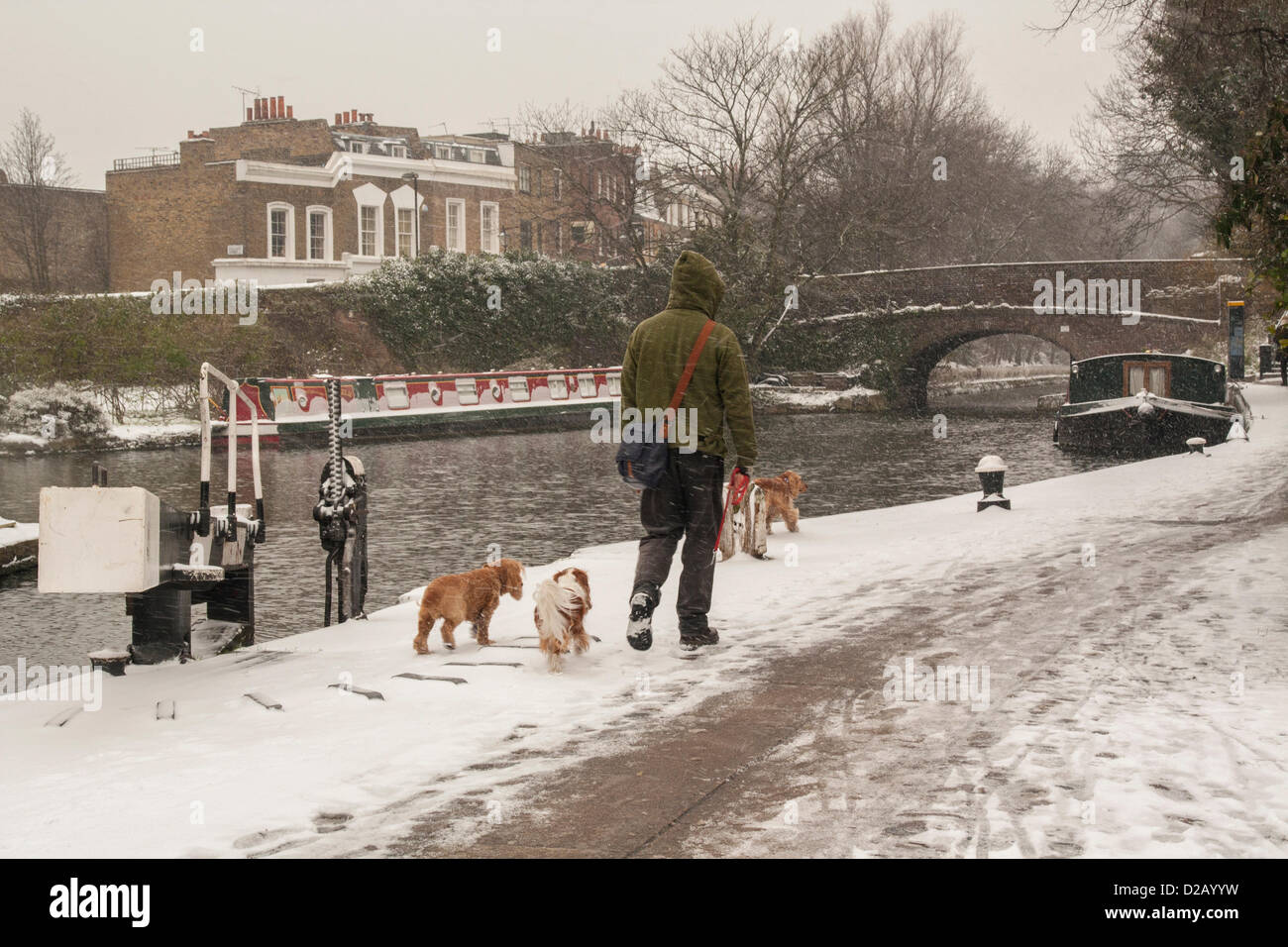 London, UK. 18th January 2013. Regent's Canal, Central London, as snow falls across the South East - Stock Image