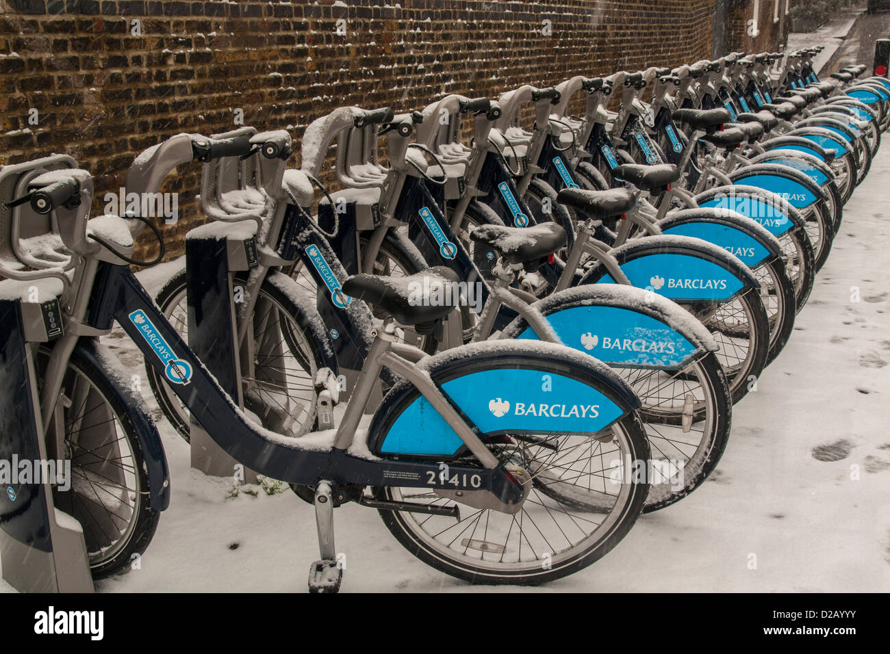 London, UK. 18th January 2013. boris Bikes feeling the chill in Islington, Central London, as snow falls across - Stock Image