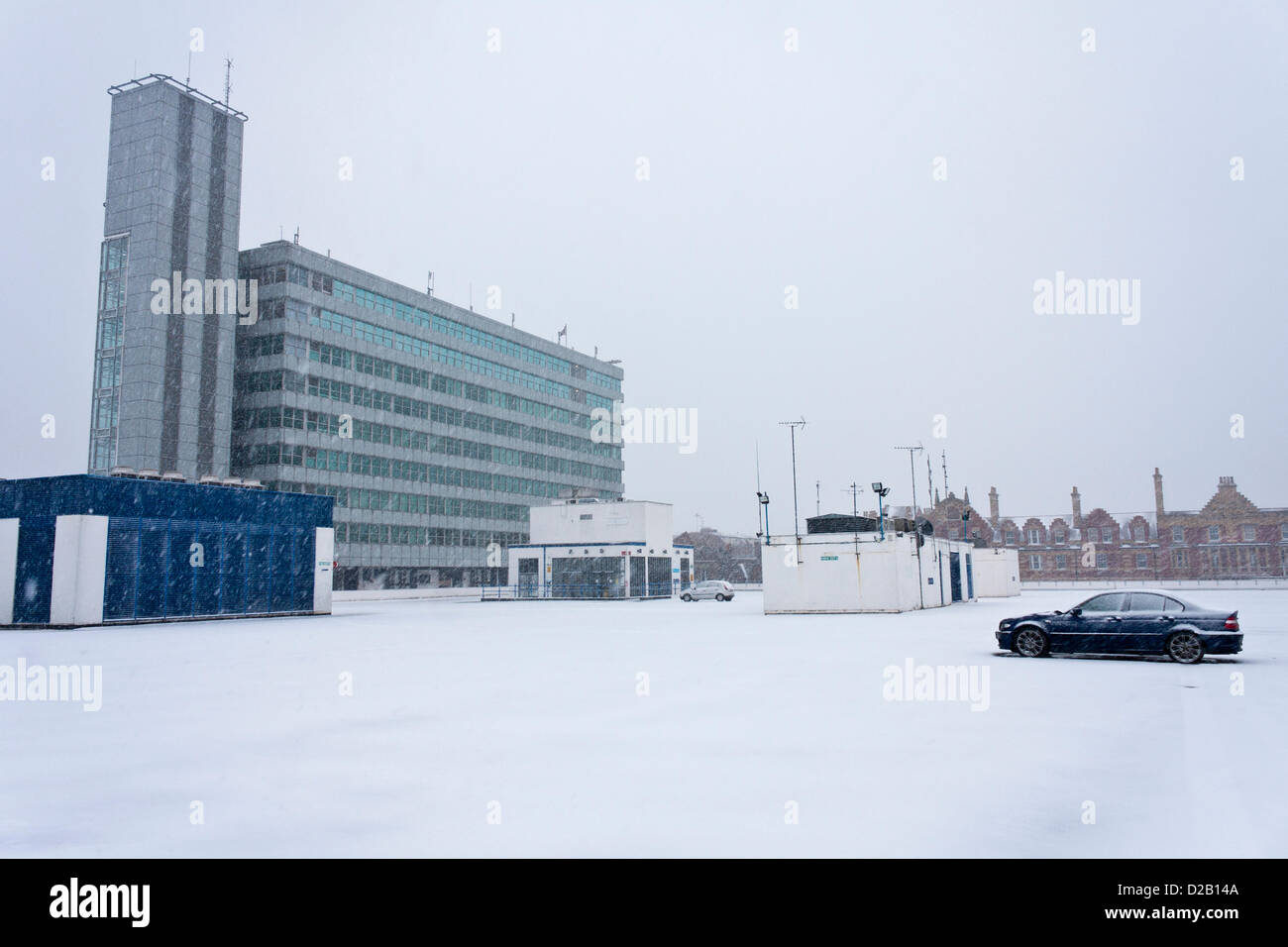 18th January 2013. Reading, Berkshire, UK. The top level of the Broad Street Mall shopping centre car park is nearly - Stock Image