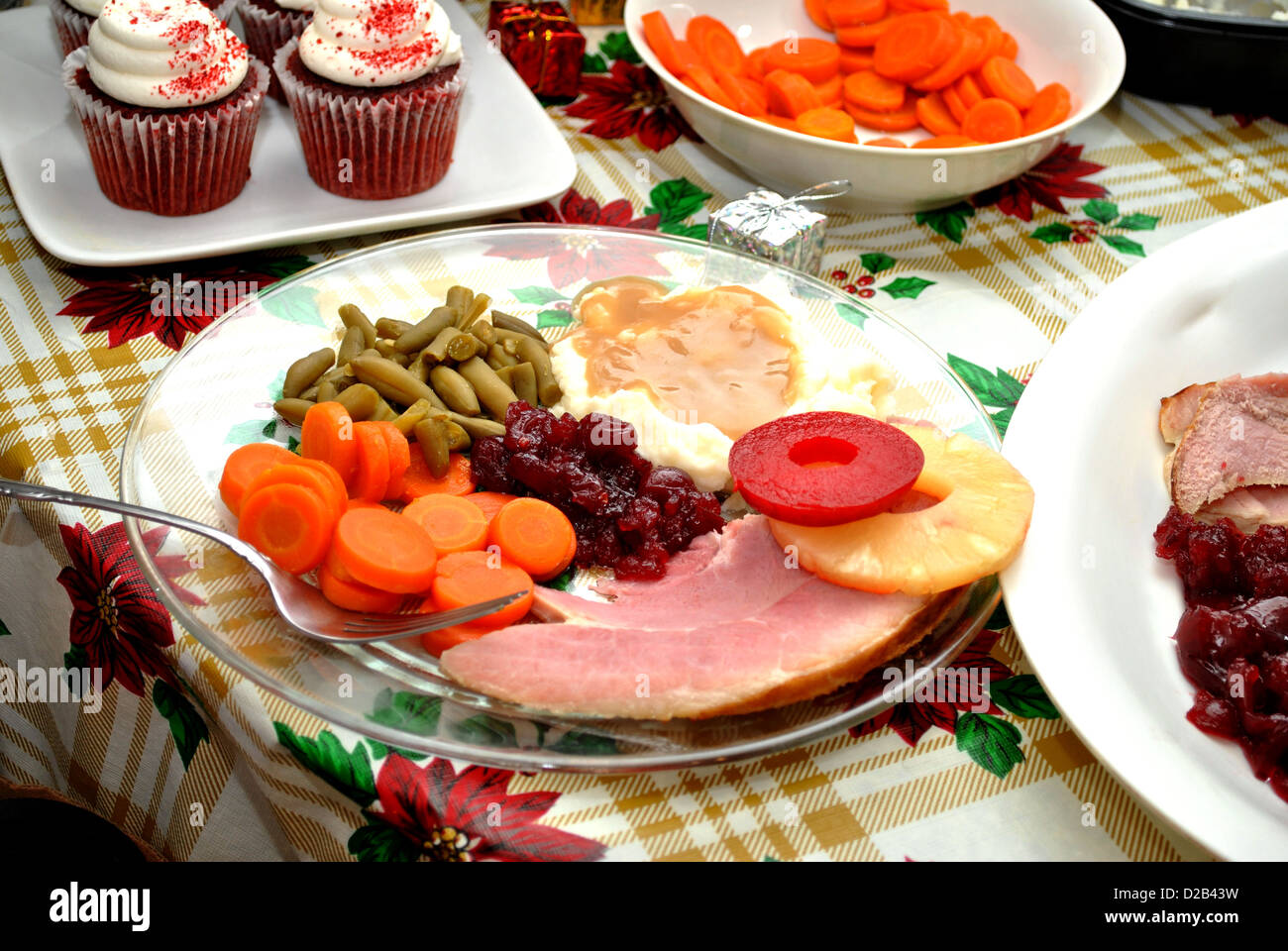 Christmas Ham Dinner.Traditional Christmas Ham Dinner Stock Photo 53105133 Alamy