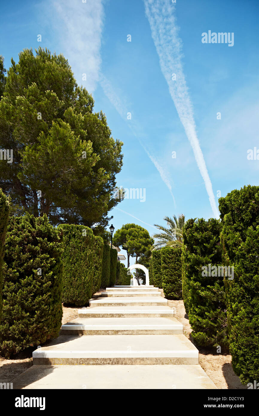 Stairs leading up to arch in Majorca withe green hedges - Stock Image
