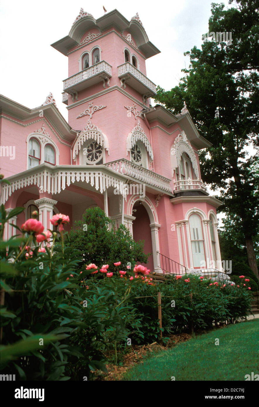 New York, Wellsville. Pink Victorian House. - Stock Image