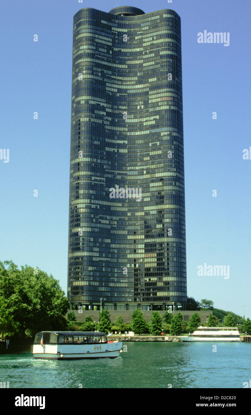 Chicago Mies Van Der Rohe Tour illinois. chicago. lake point tower. residential building