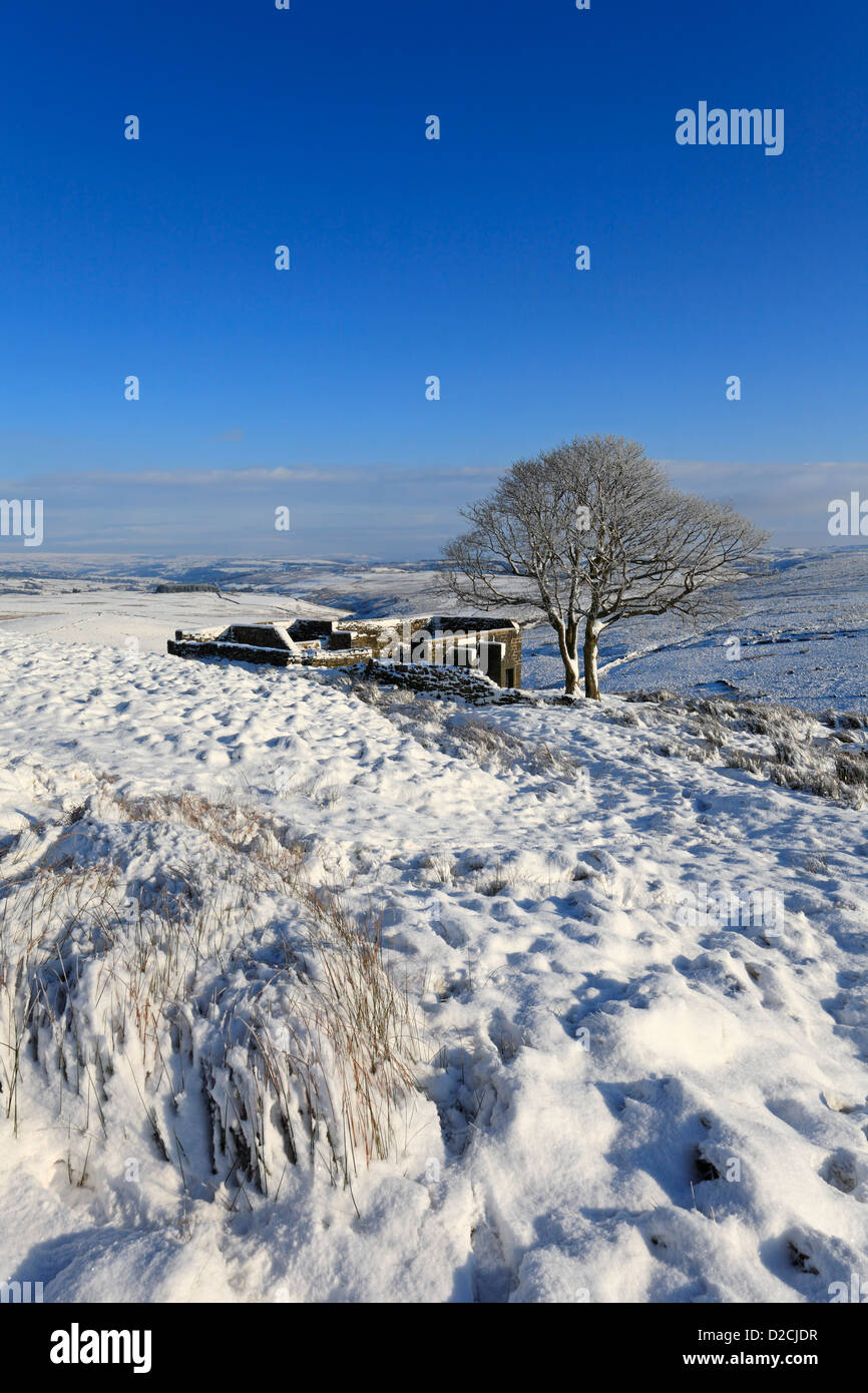 Top Withens on the Pennine Way in winter snow on Haworth Moor, Haworth, West Yorkshire, England, UK. - Stock Image