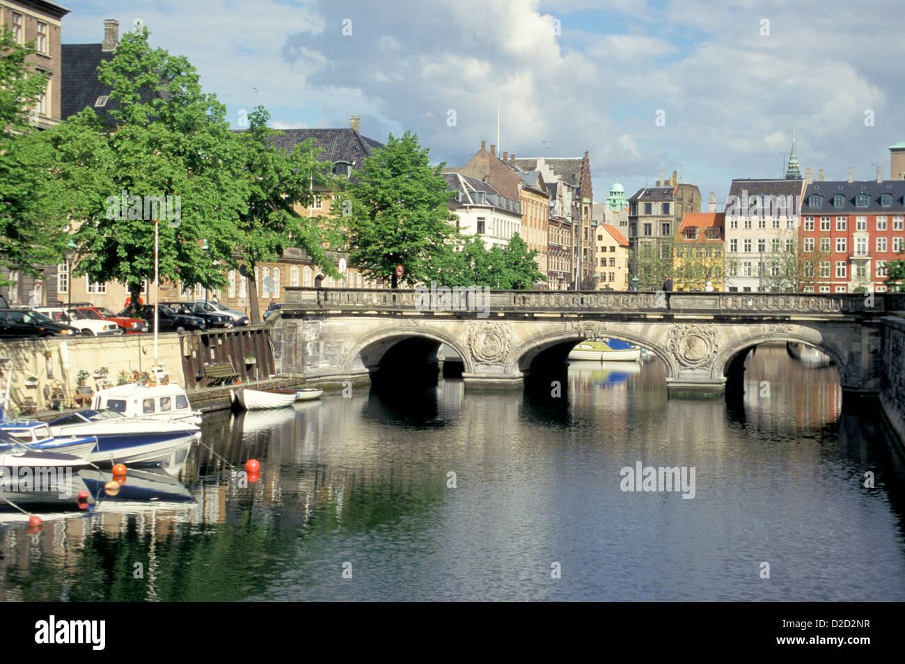 Denmark, Copenhagen. Marmorbroen Spanning Frederiksholms Kanal. - Stock Image