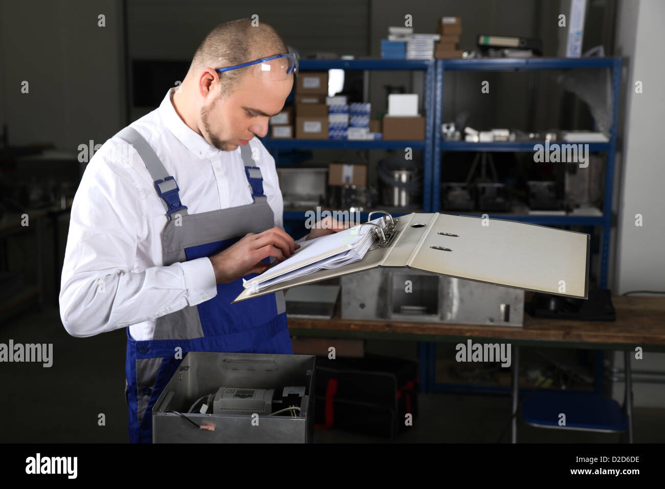 Mechanical technician at work - Stock Image
