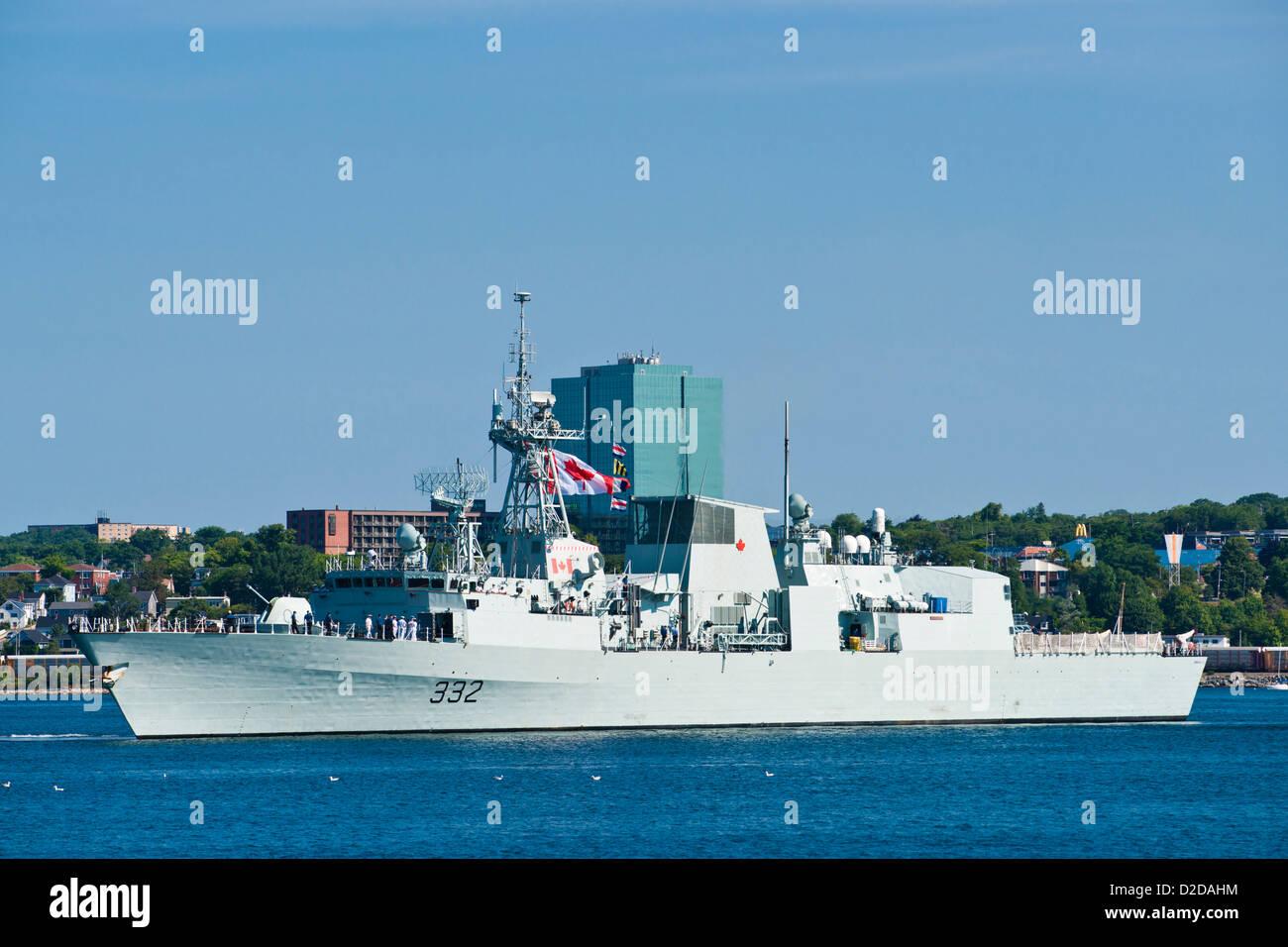HMCS VILLE DE QUEBEC (FFH 332) in Halifax Harbour, Nova Scotia, Canada. - Stock Image
