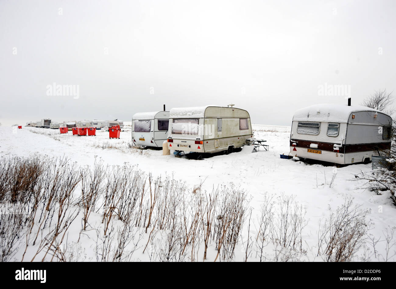 near Brighton, Sussex, UK. 21 January 2013 - Travellers caravans nestling in the snow on the way up Devil's - Stock Image
