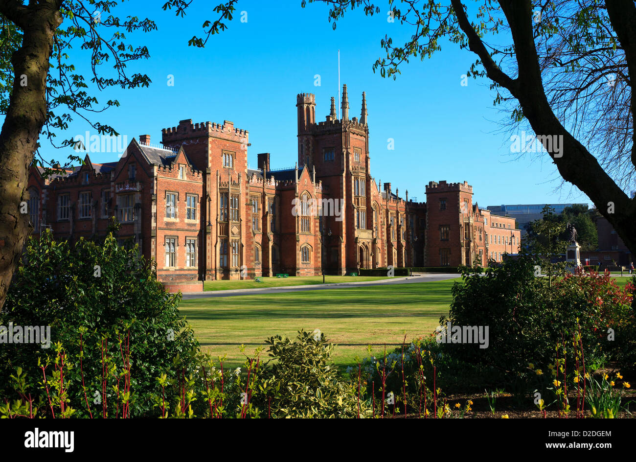 The Lanyon Building, part of Queen's University in Belfast, framed by surrounding trees and gardens - Stock Image
