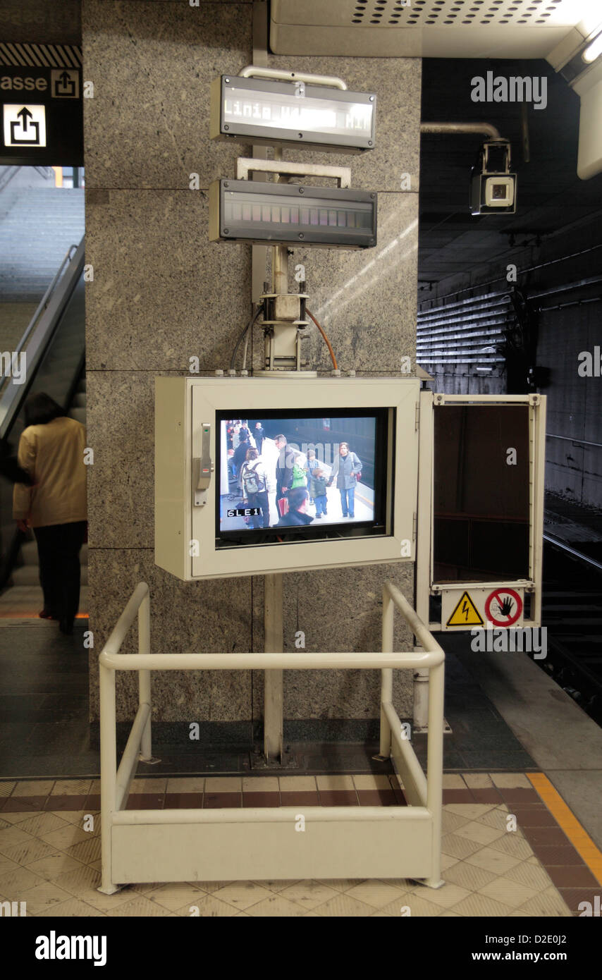 Video screen at the end of a U-Bahn platform allowing train drivers to view along the platform from the cab.  Vienna, - Stock Image