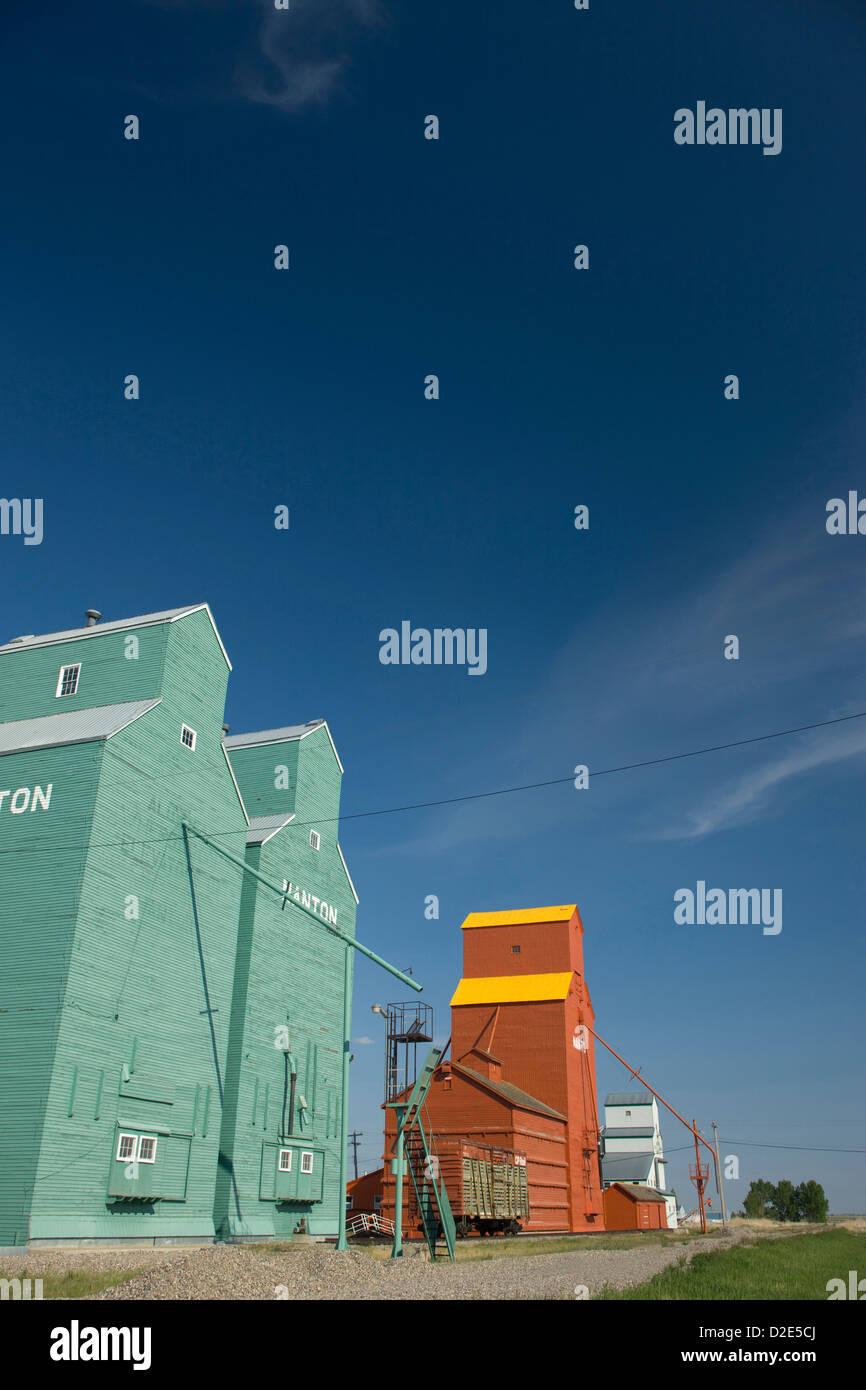 WOOD FRAMED GRAIN ELEVATORS NANTON ALBERTA CANADA - Stock Image