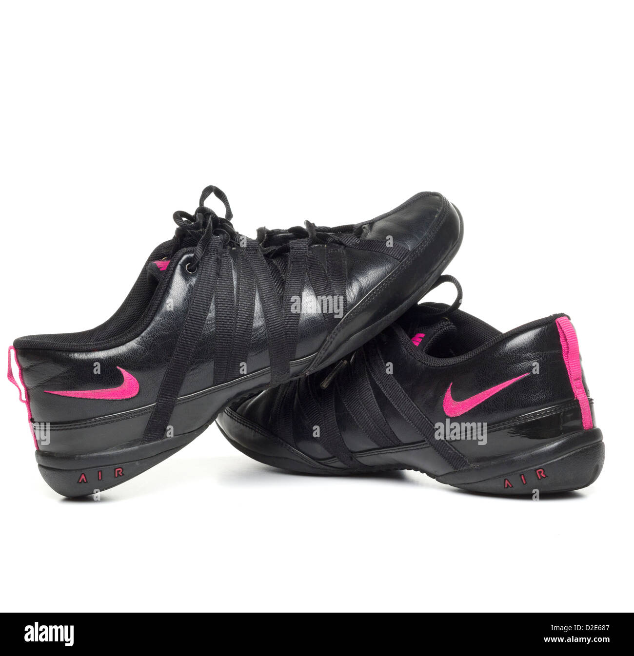 uk availability b67be 06843 One pair of womens black leather Nike fitness shoes