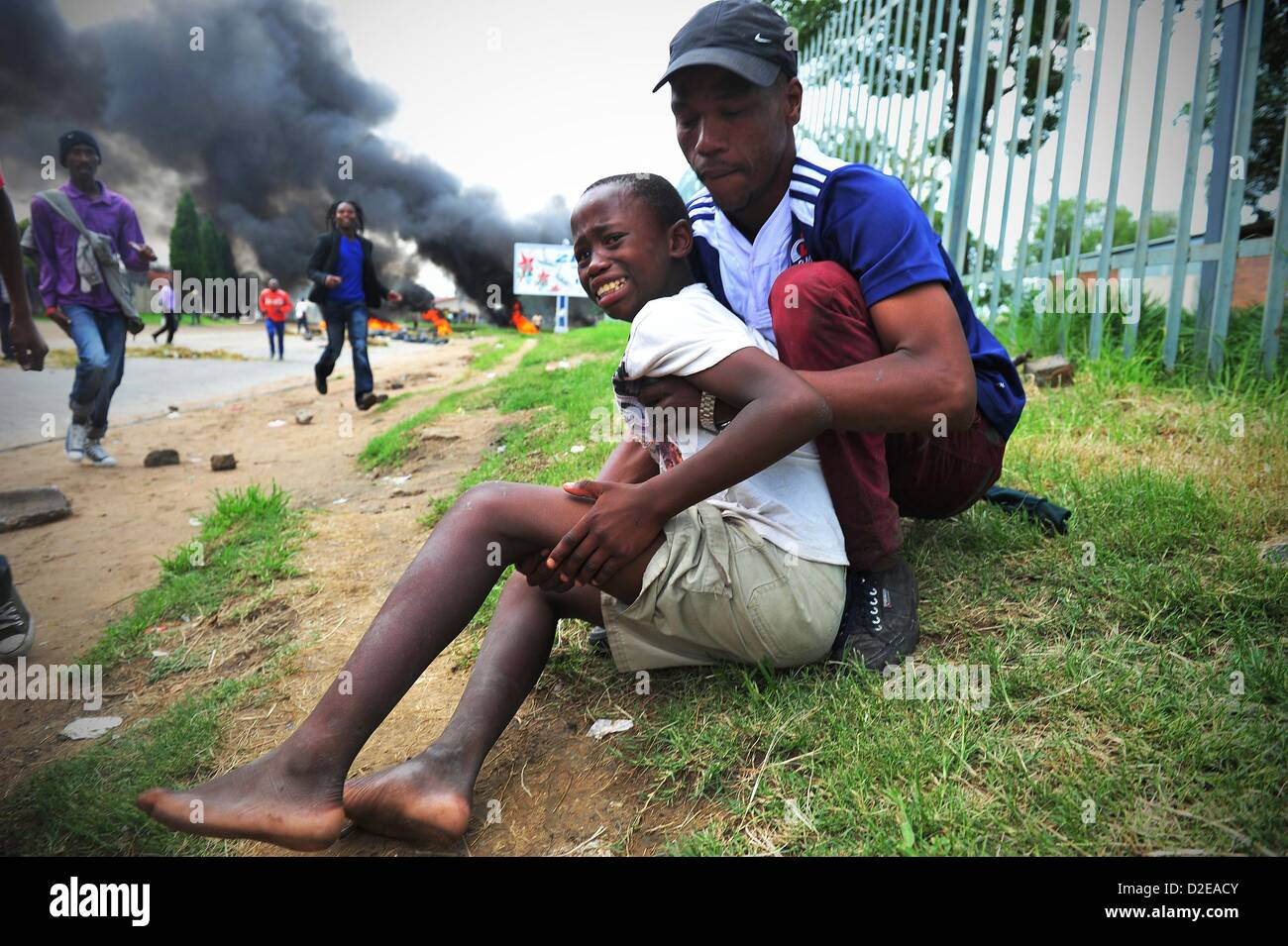 SASOLBURG, SOUTH AFRICA: Dumisani Mthimkhulu is hit by a rubber bullet on his leg on January 20, 2013, in Sasolburg, - Stock Image
