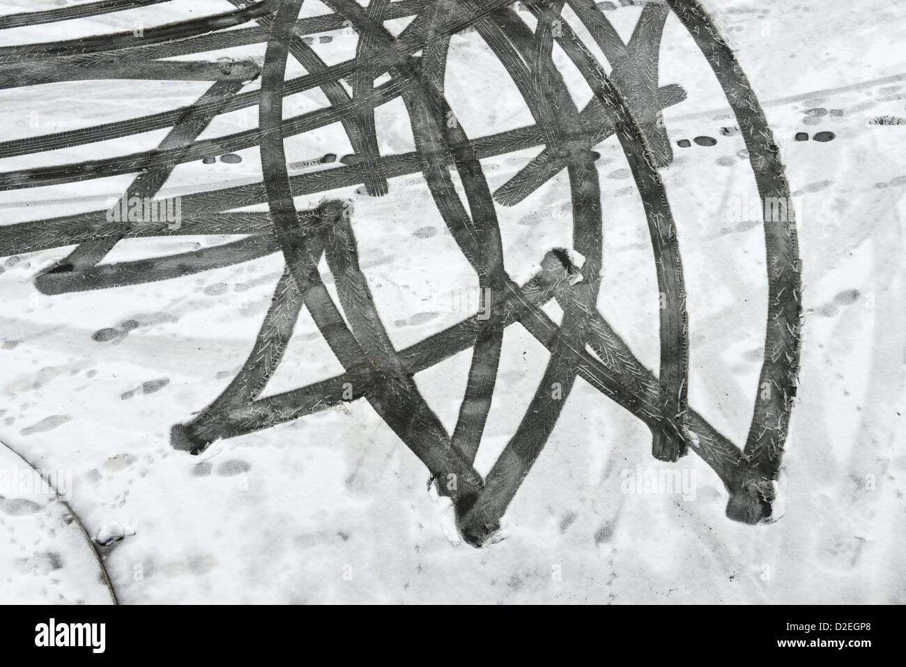 Car tyre tracks in the snow - Stock Image
