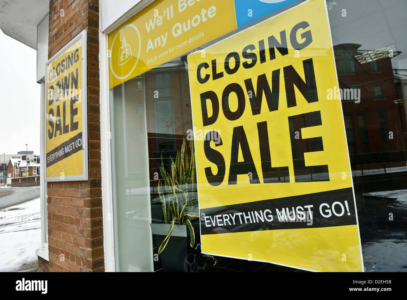 Closing down sale poster in a shop window - Stock Image