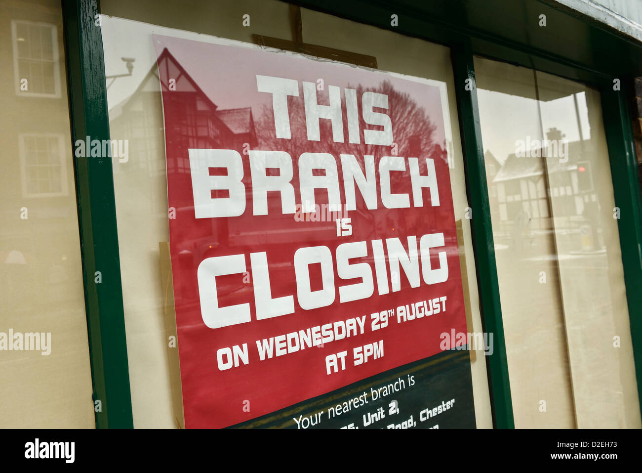 Closing down notice in a shop window - Stock Image