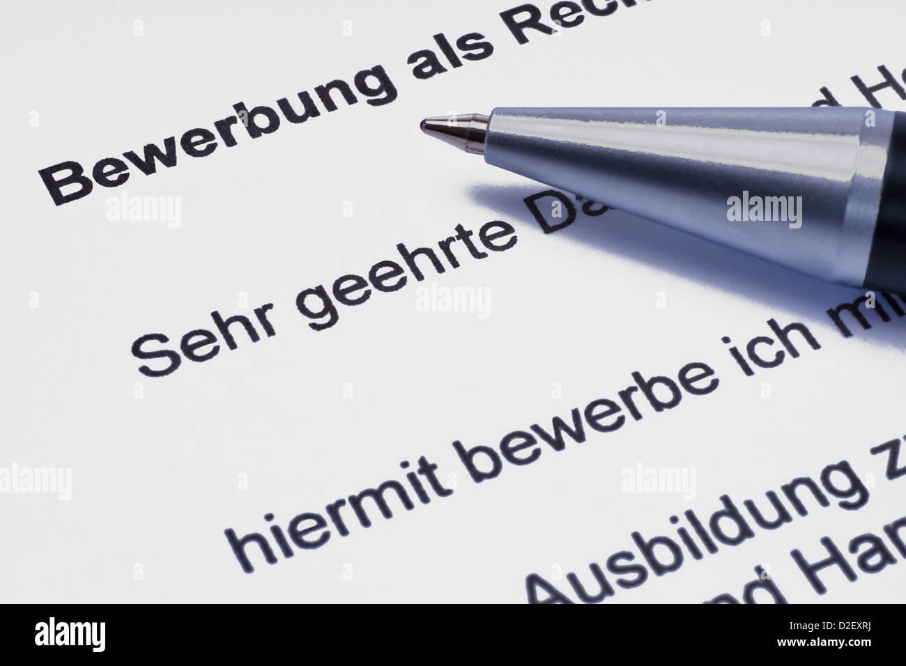 eine Bewerbung, ein Stift liegt dabei | a letter of application, a pen is alongside - Stock Image