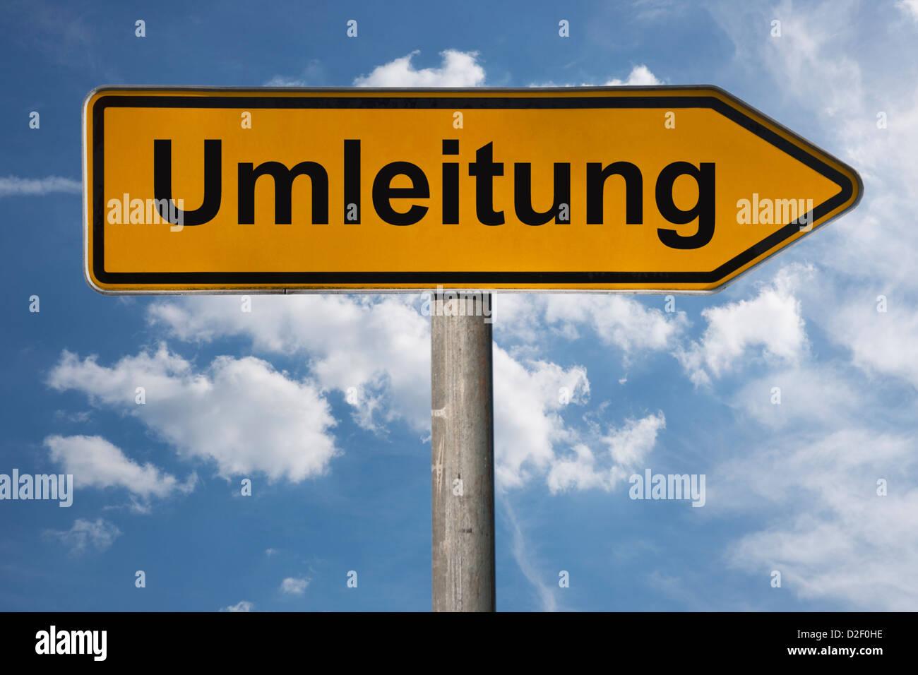 Wegweiser mit der Aufschrift Umleitung | Detail photo of a signpost with the German inscription alternative route - Stock Image