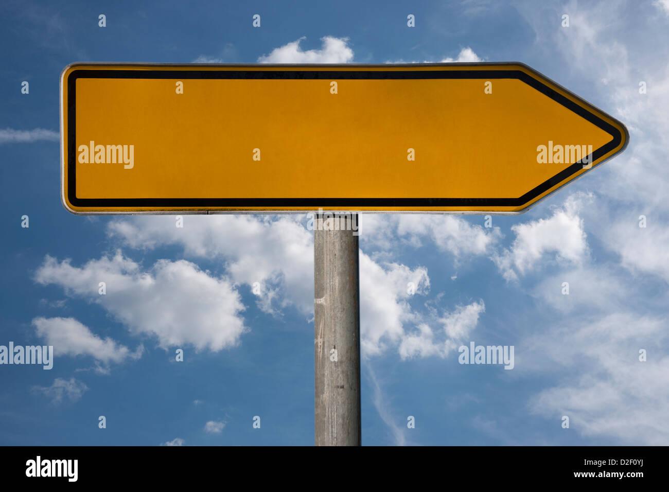 Detailansicht eines Wegweisers ohne Aufschrift | Detail photo of a signpost without a title - Stock Image