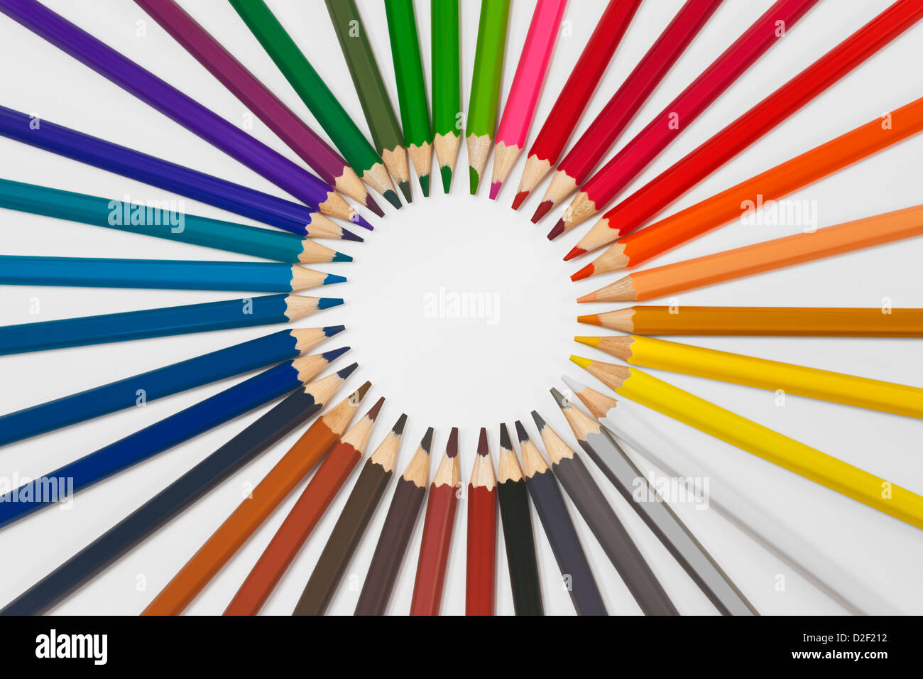 Viele Bunstifte liegen im Kreis | Many colored pencils are in a circle - Stock Image