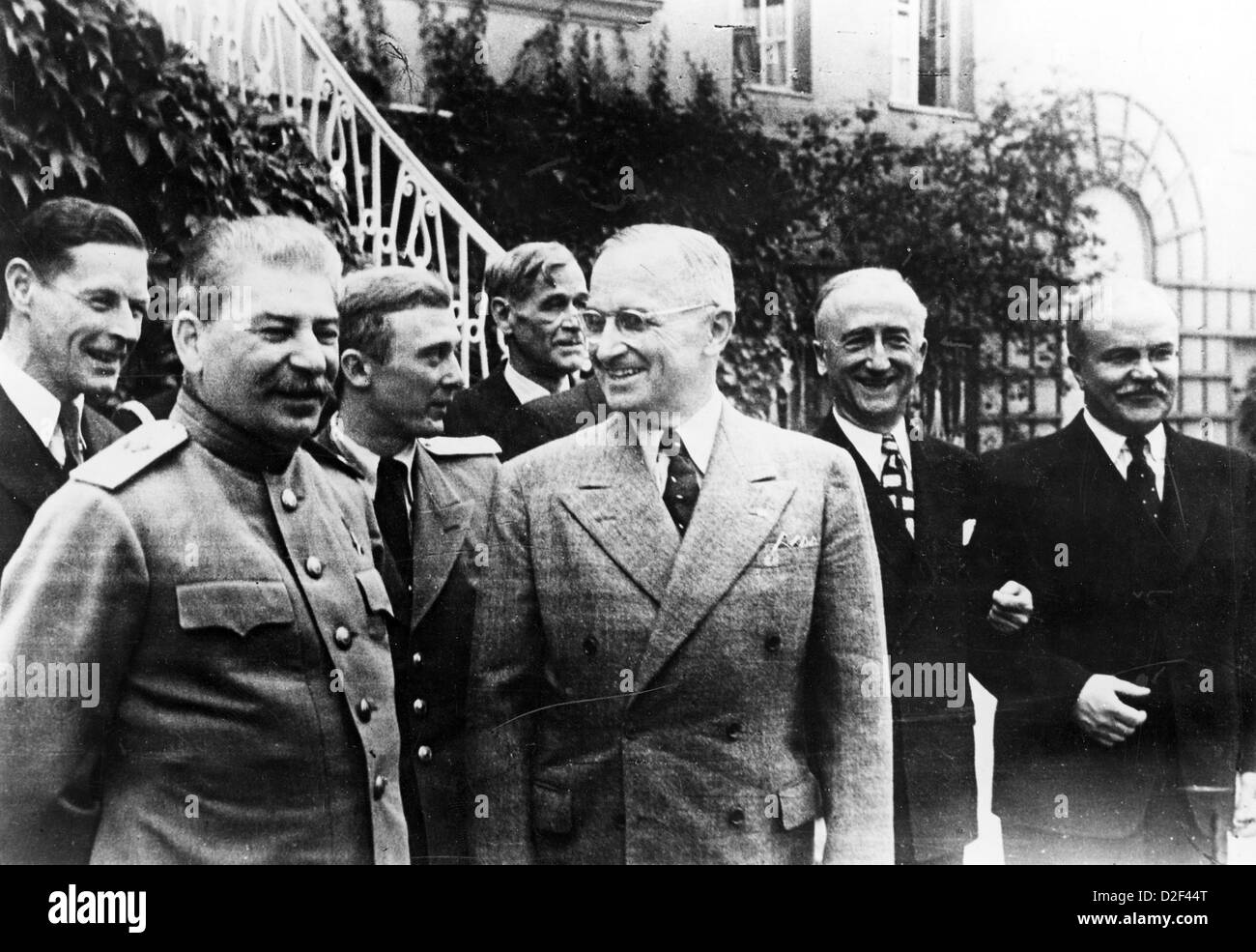 POTSDAM CONFERENCE July-August 1945 with Stalin at left, Harry Truman centre  James Byrnes,  Vyacheslav Molotov - Stock Image