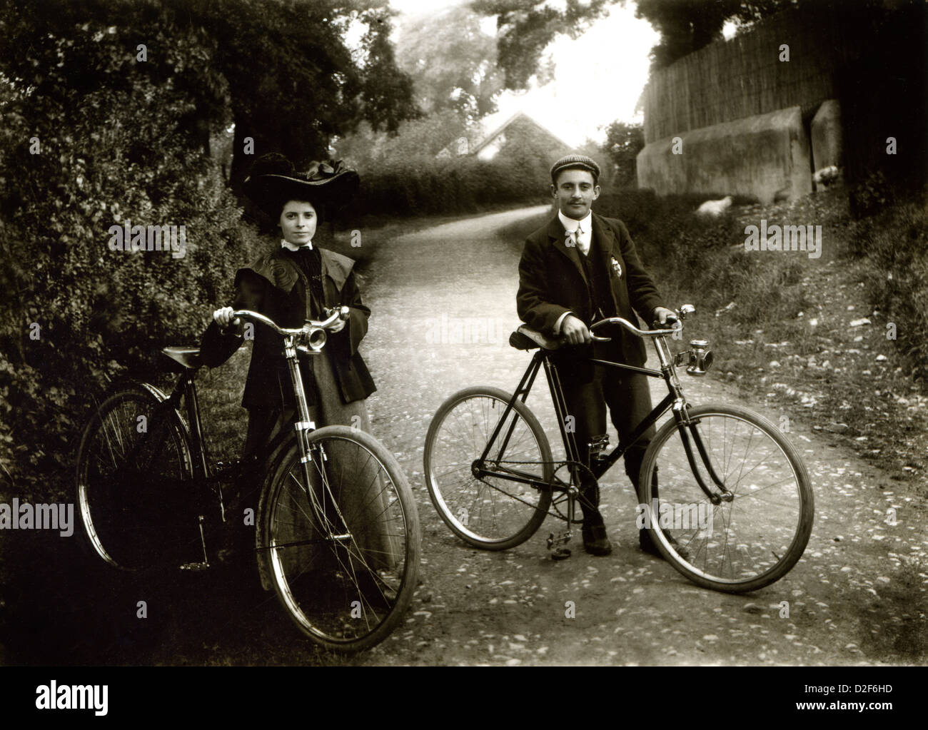 Vintage cycling, man and woman cyclists from turn of century with bikes - Stock Image