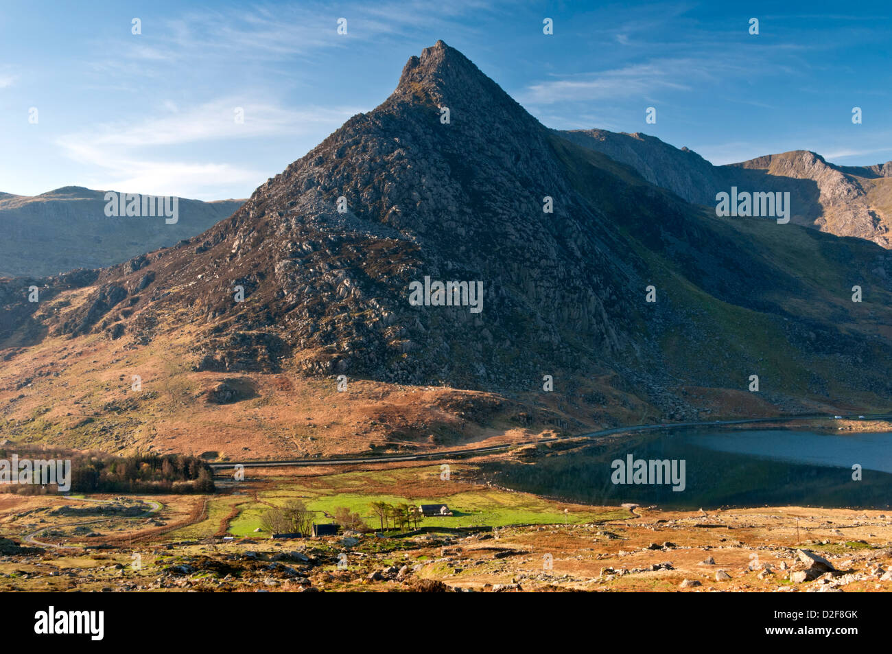 Early Morning Light on Tryfan and Llyn Ogwen, Snowdonia National Park, North Wales, UK Stock Photo