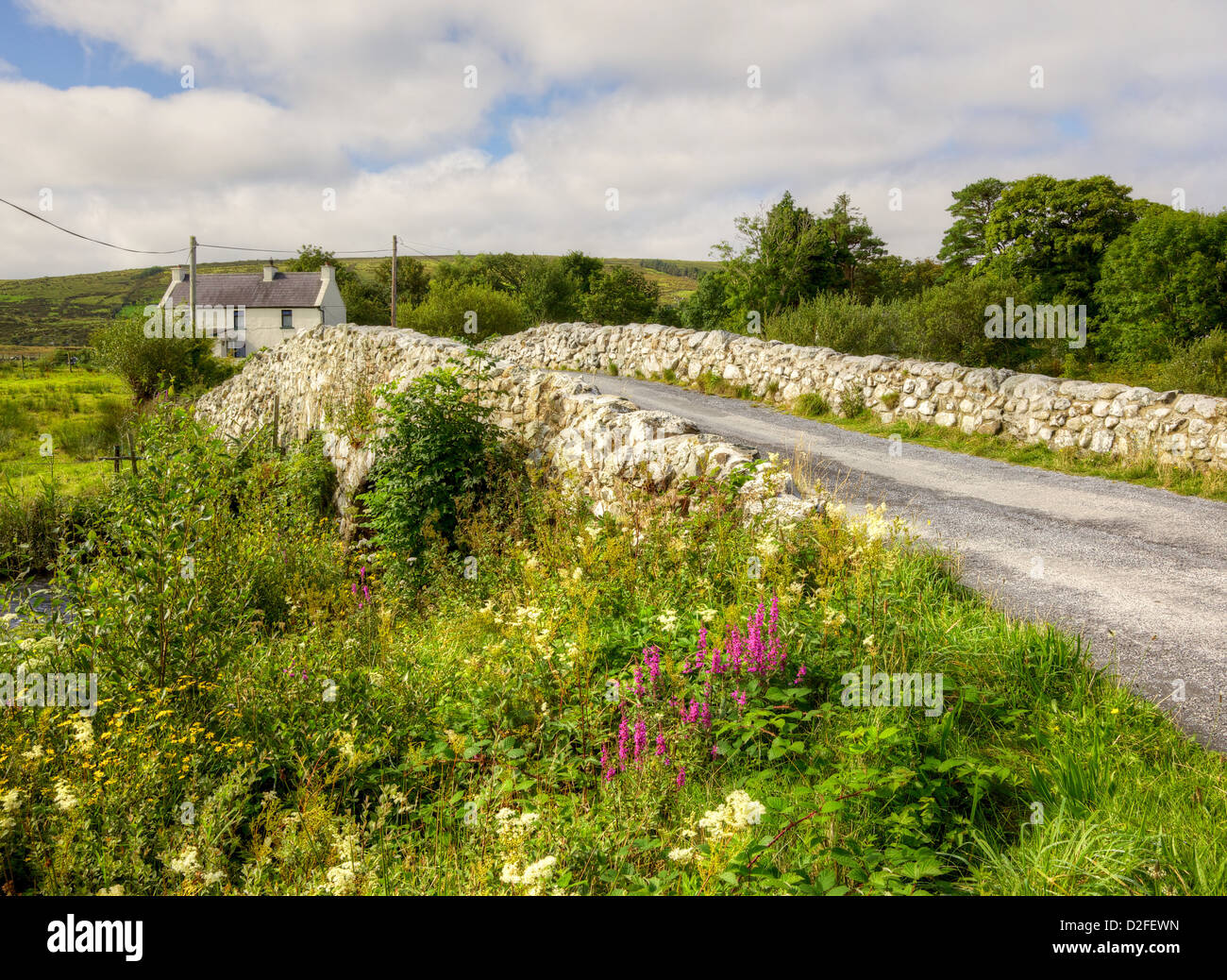 The historic Quiet Man Bridge in County Galway, Ireland, featured in the 1950s film, 'The Quiet Man'. - Stock Image