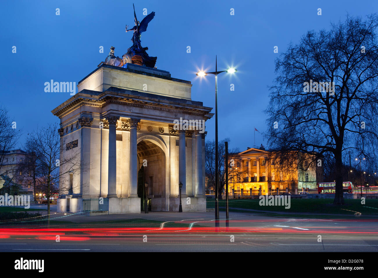 Wellington Arch and Apsley House, former home of the Duke of Wellington, on Hyde Park Corner - Stock Image