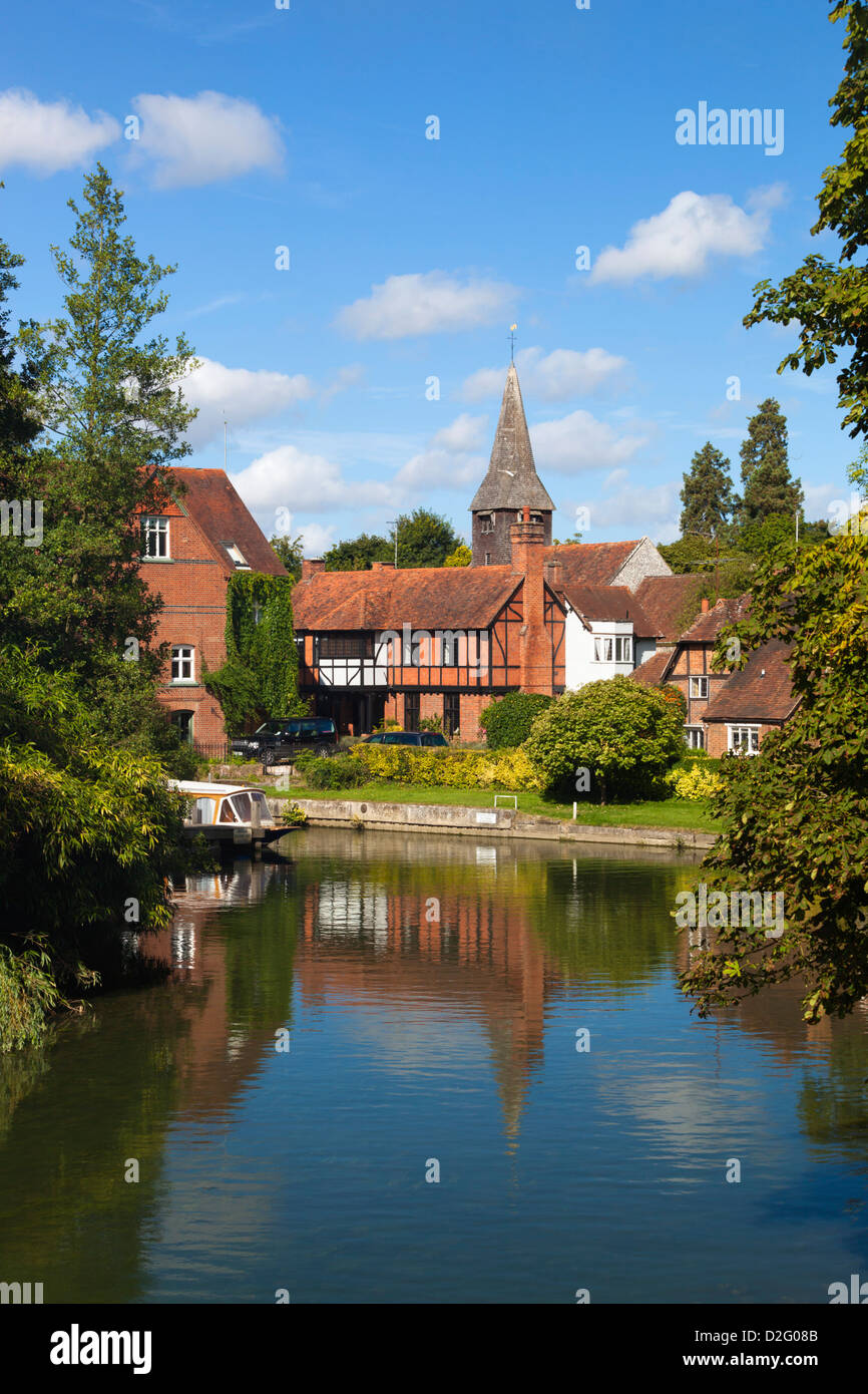 Village beside River Thames Stock Photo