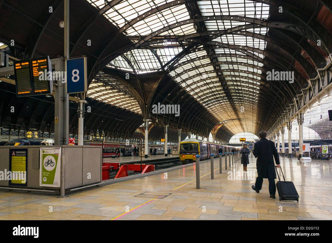 Train platform at Paddington station, London, UK - Stock Image