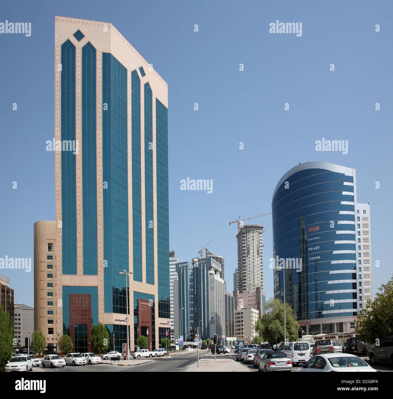Manama, Bahrain. Looking east along Government Avenue towards the Diplomatic Area - Stock Image