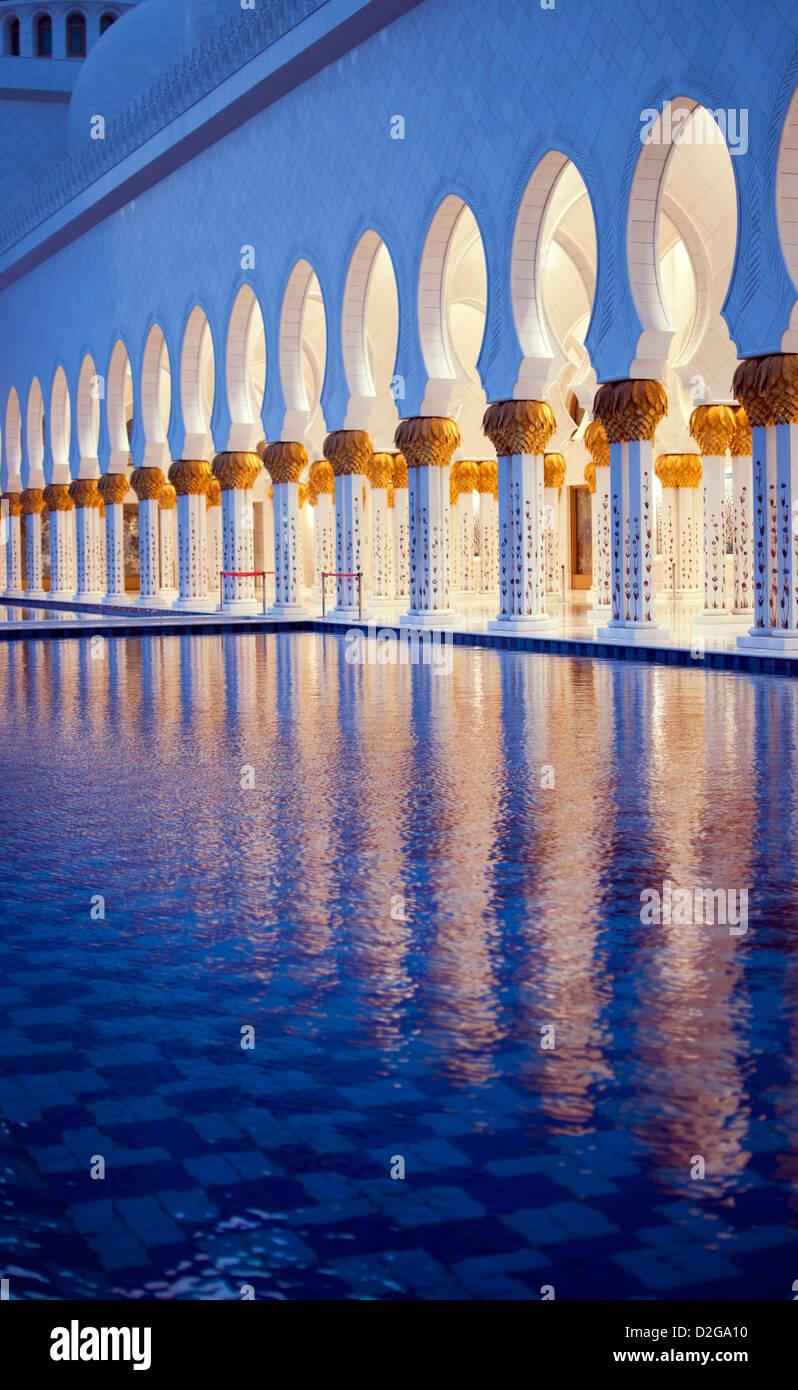 Gold pillars at Shaikh Zayed mosque - Stock Image